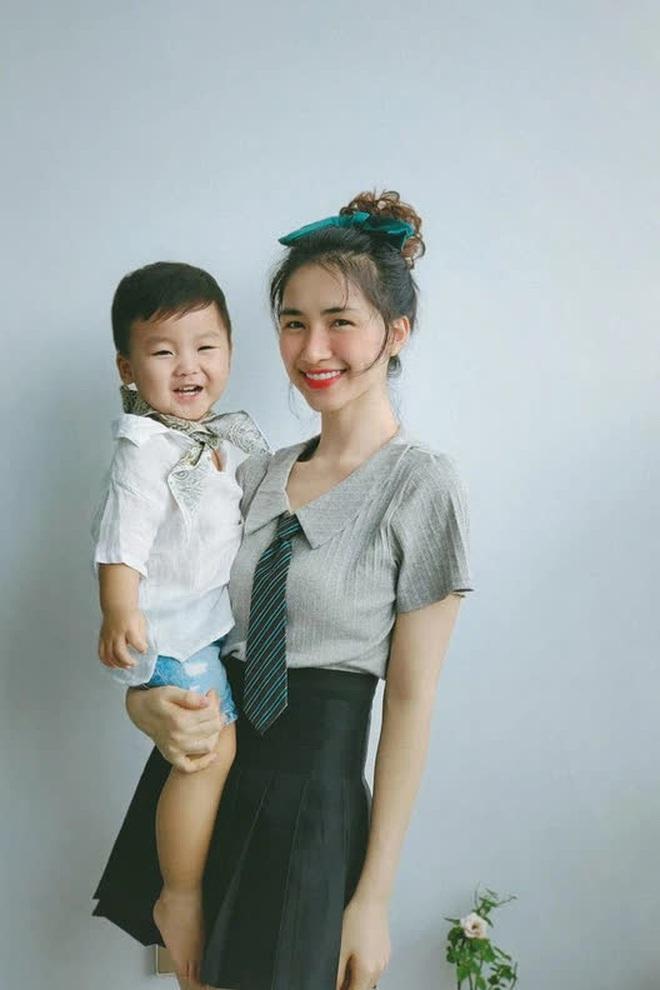 Hòa Minzy đu trend khoe nhan sắc mẹ bỉm đỉnh chóp, nhưng biểu cảm ngơ ngác tôi là ai, đây là đâu của bé Bo mới chiếm sóng - ảnh 7