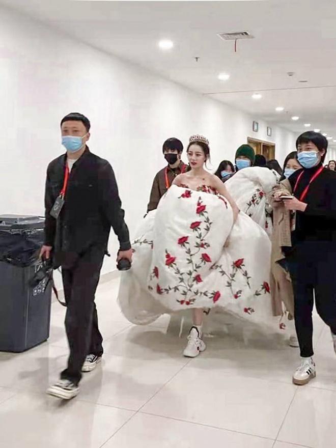 Sao Hoa ngữ có 4 lỗi thời trang mãn tính nhìn chỉ muốn phong sát cho bõ tức! - ảnh 2