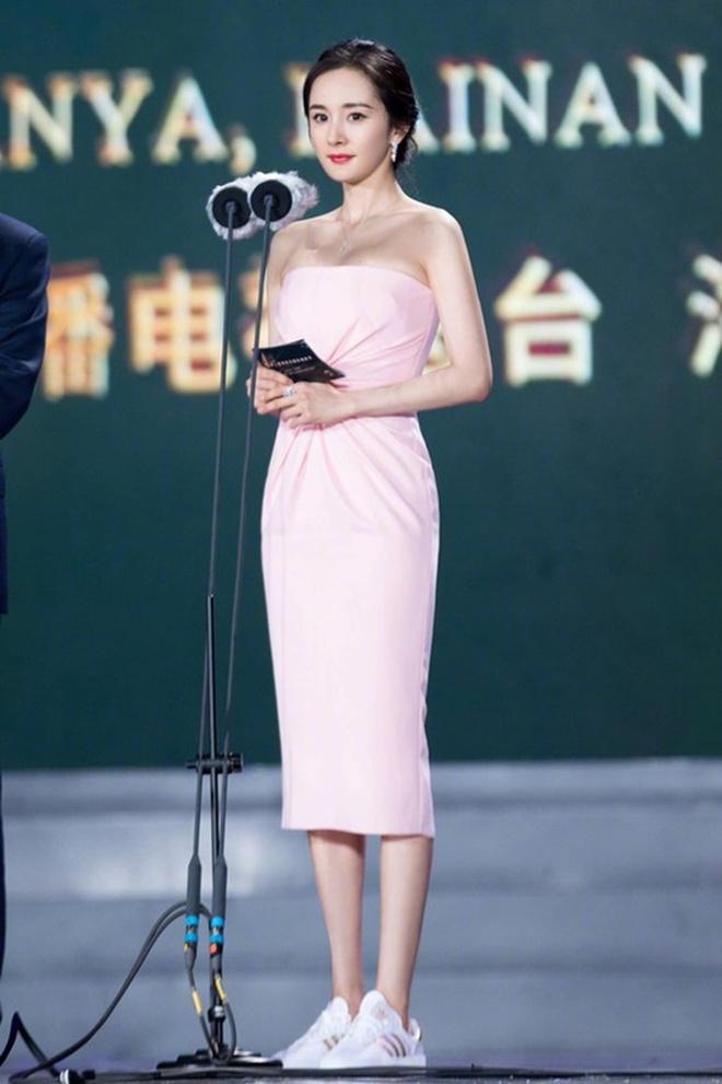 Sao Hoa ngữ có 4 lỗi thời trang mãn tính nhìn chỉ muốn phong sát cho bõ tức! - ảnh 4