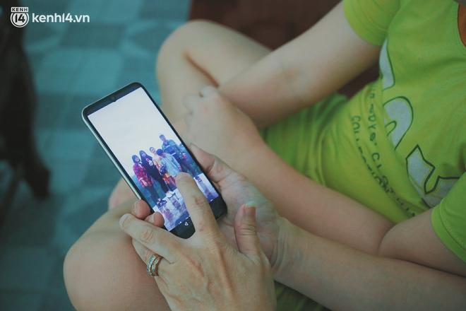 Ba mất sau khi nhiễm Covid-19, bé trai 8 tuổi xin mẹ đi tìm cây đèn thần để giúp ba hồi sinh - Ảnh 9.