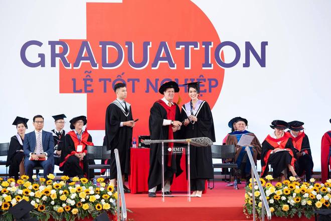 Á hậu học vấn khủng nhất Vbiz: Vừa tốt nghiệp thủ khoa ĐH RMIT, nay nhận học bổng Thạc sĩ Thương mại Toàn cầu - Ảnh 4.