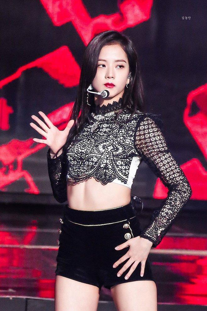 """4 lần bùng nổ visual của Jisoo: Leo top trending toàn thế giới, danh xưng """"Miss Korea"""" không phải để đùa đâu! - Ảnh 6."""