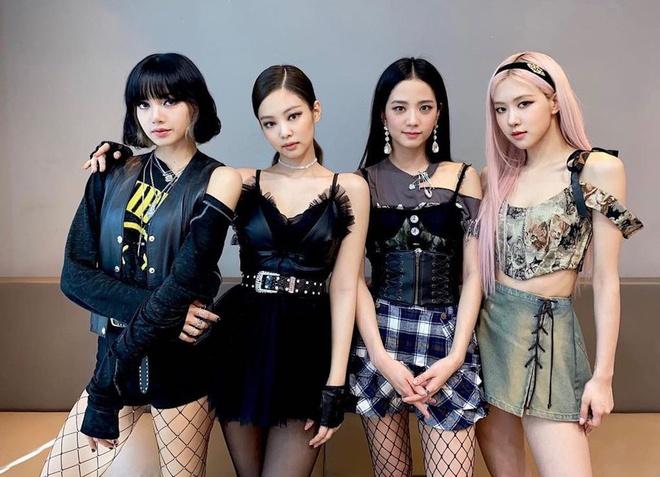 """Báo Hàn đưa tin BLACKPINK tham dự Paris Fashion Week, netizen hỏi luôn: """"4 chị đi đủ cả chứ?"""""""