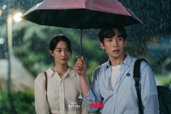 4 khoảnh khắc nhũn tim ở Hometown Cha-Cha-Cha: Shin Min Ah - Kim Seon Ho lăn giường ngọt lịm người luôn! - ảnh 12