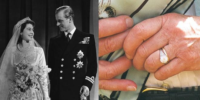 Ẩn ý trang phục của nữ hoàng Anh: Di chuyển nhẹ chiếc túi xách mà cũng khiến người ta sợ hãi! - Ảnh 4.