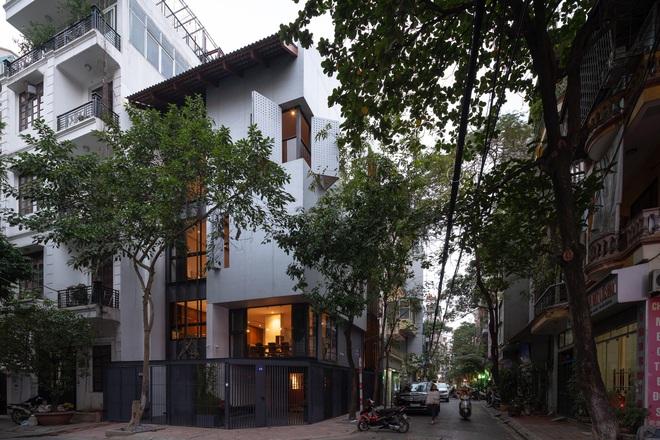 Nhà khoét mái 2 mặt tiền ở Hà Nội: Nhìn từ trên xuống đã trầm trồ, bước vào trong lại phải wow thêm tiếng nữa  - Ảnh 16.