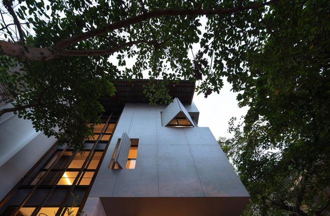 Nhà khoét mái 2 mặt tiền ở Hà Nội: Nhìn từ trên xuống đã trầm trồ, bước vào trong lại phải wow thêm tiếng nữa  - Ảnh 3.