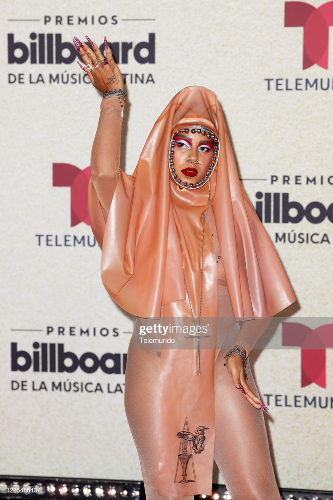 Thảm đỏ Billboard Latin: Camila lột xác át cả Hoa hậu Hoàn vũ, dàn mỹ nhân đua nhau phô body xôi thịt lộ cả điểm nhạy cảm - Ảnh 16.