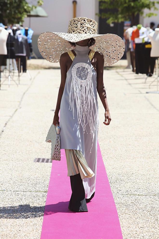 Xuất hiện NTK người Việt được debut ở Milan Fashion Week, đến bà đầm thép Anna Wintour cũng khen ngợi, siêu mẫu Naomi Campbell muốn mặc thử đồ - Ảnh 6.