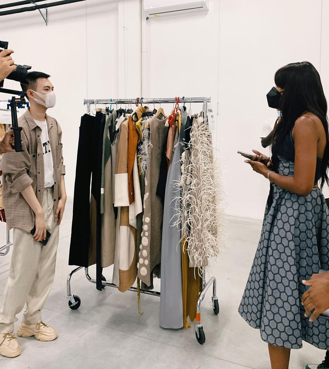 Xuất hiện NTK người Việt được debut ở Milan Fashion Week, đến bà đầm thép Anna Wintour cũng khen ngợi, siêu mẫu Naomi Campbell muốn mặc thử đồ - ảnh 8