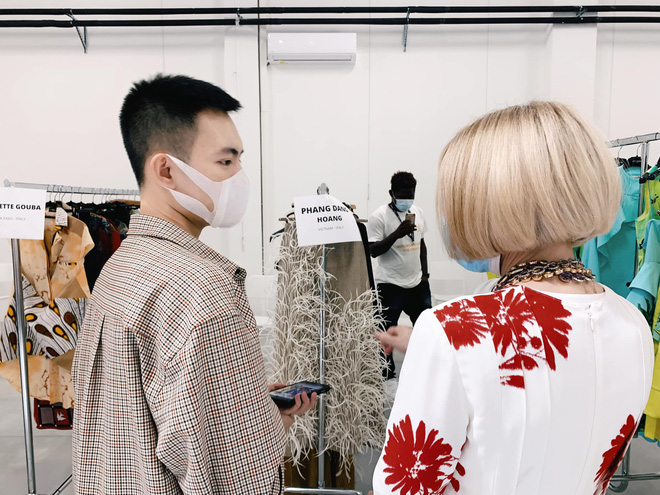 Xuất hiện NTK người Việt được debut ở Milan Fashion Week, đến bà đầm thép Anna Wintour cũng khen ngợi, siêu mẫu Naomi Campbell muốn mặc thử đồ - Ảnh 2.