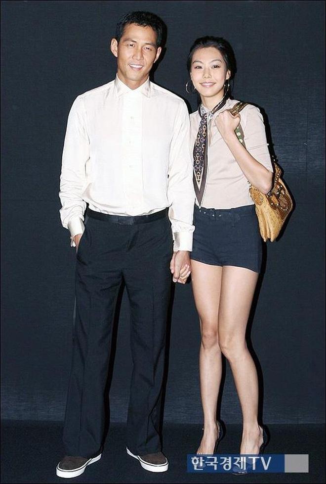 """Đời tư Lee Jung Jae (Squid Game): Cặp tiểu tam trơ trẽn nhất Kbiz, """"đào mỏ"""" cô dâu Samsung đến tin đồn yêu đồng tính - Ảnh 5."""