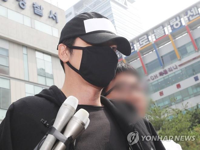 Top 1 Dispatch: Tài tử Kang Ji Hwan (Coffee House) phải đền trăm tỷ vì vụ xâm hại tình dục dù có bằng chứng bị gài bẫy - ảnh 1
