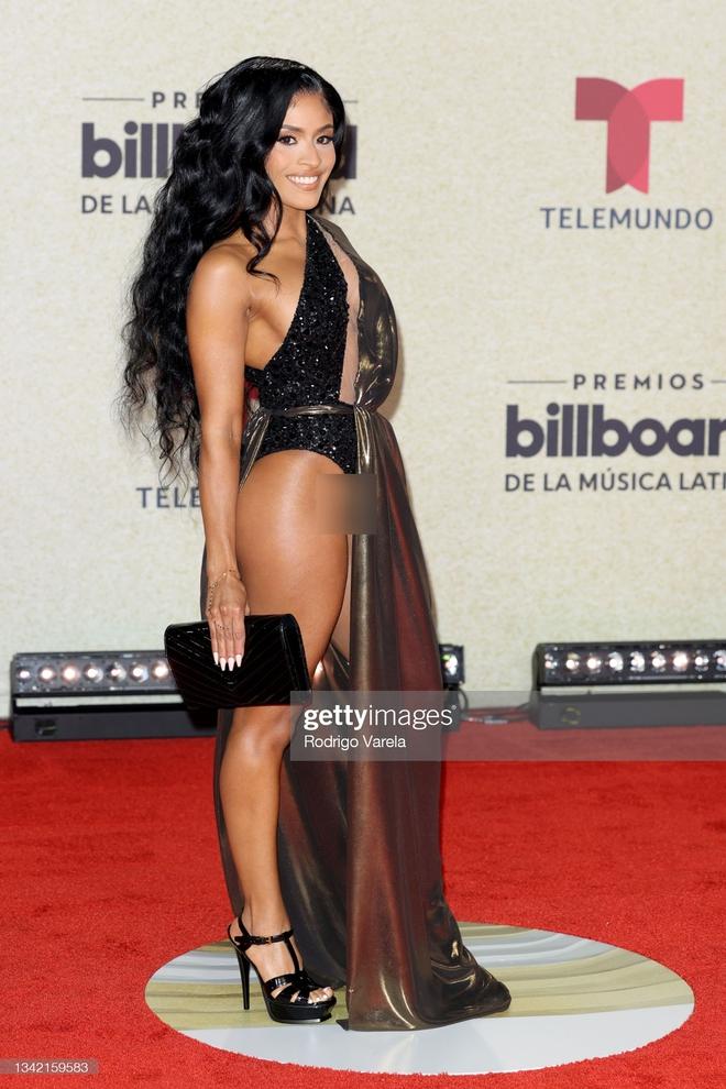 Thảm đỏ Billboard Latin: Camila lột xác át cả Hoa hậu Hoàn vũ, dàn mỹ nhân đua nhau phô body xôi thịt lộ cả điểm nhạy cảm - Ảnh 10.