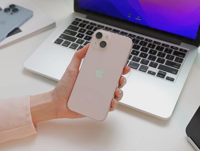 Ngắm ảnh thực tế iPhone 13 đầu tiên về Việt Nam, màu hồng đẹp xuất sắc! - ảnh 6
