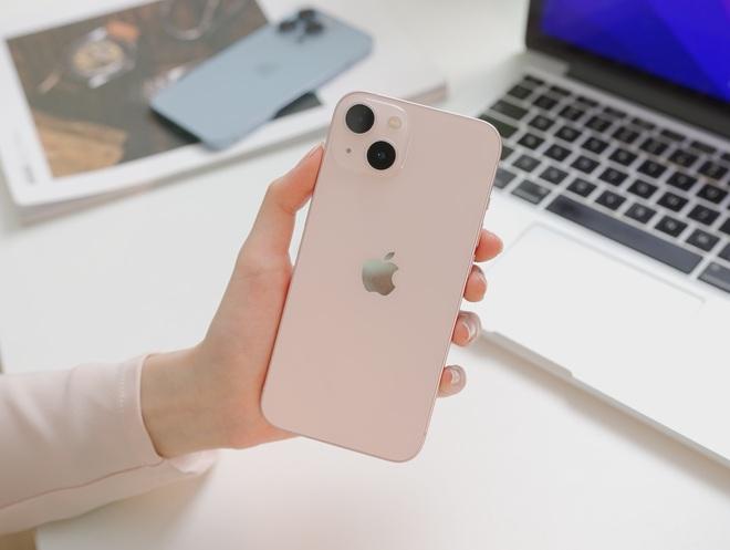 Ngắm ảnh thực tế iPhone 13 đầu tiên về Việt Nam, màu hồng đẹp xuất sắc! - ảnh 3