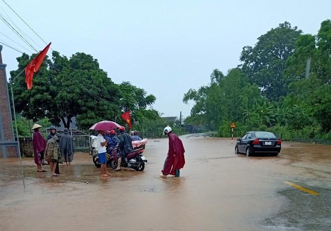 Mưa lớn kéo dài, nhiều địa phương ở Nghệ An bị chia cắt, ngập úng - ảnh 5