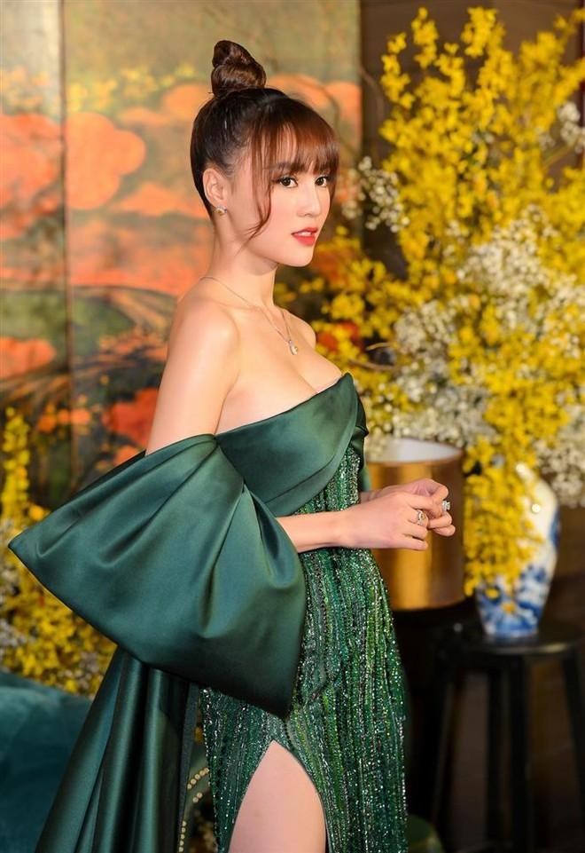 Kiểu váy oái oăm khiến Minh Hằng và dàn sao Việt hoá kiếp toà thiên nhiên trong nửa nốt nhạc - ảnh 3