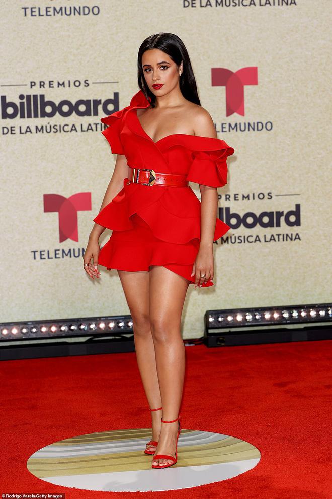 Thảm đỏ Billboard Latin: Camila lột xác át cả Hoa hậu Hoàn vũ, dàn mỹ nhân đua nhau phô body xôi thịt lộ cả điểm nhạy cảm - Ảnh 2.