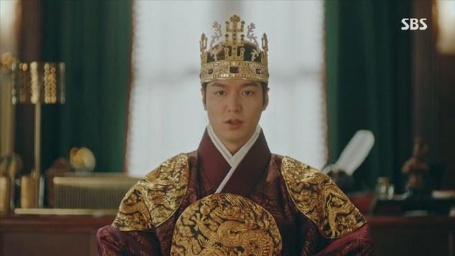 6 sao Hàn khiến fan năn nỉ đừng đóng cổ trang: Lee Min Ho đẹp cỡ nào cũng thấy sai, Park Seo Joon bị gọi là thảm họa - Ảnh 2.