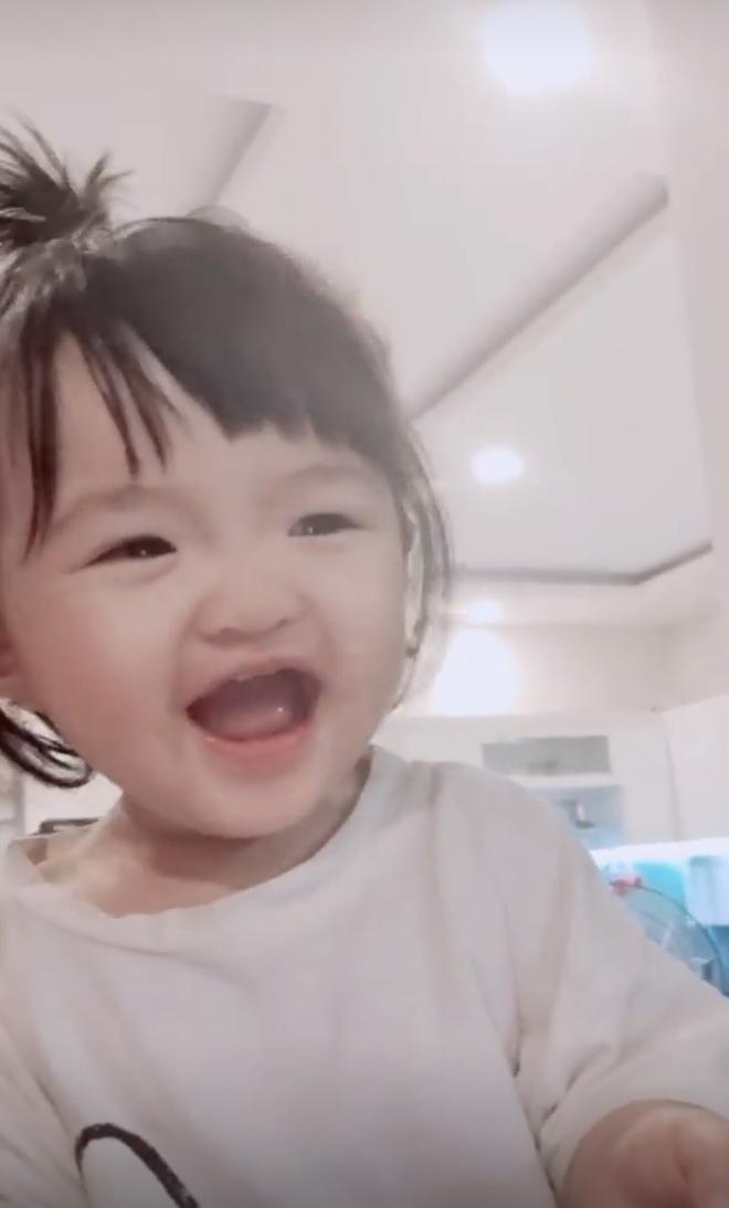Phát hiện 1 thay đổi lớn của ái nữ tròn 11 tháng tuổi nhà Đông Nhi, là gì mà ai cũng phải khen dễ thương? - Ảnh 3.