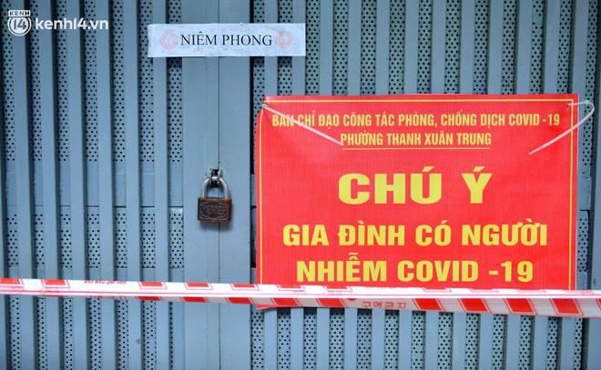 Hà Nội: Đi từng ngõ, ngách phun khử khuẩn tại ổ dịch Thanh Xuân Trung chuẩn bị đón hơn 1.100 người trở về - Ảnh 7.