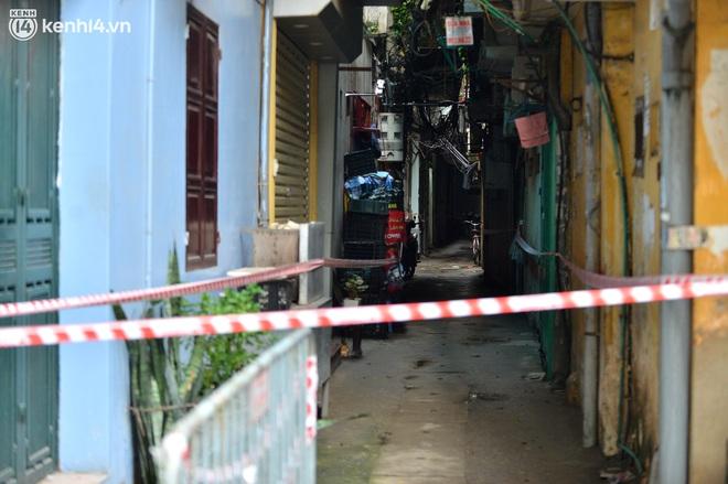 """Hà Nội: Đi từng ngõ, ngách phun khử khuẩn tại """"ổ dịch"""" Thanh Xuân Trung chuẩn bị đón hơn 1.100 người trở về - Ảnh 9."""