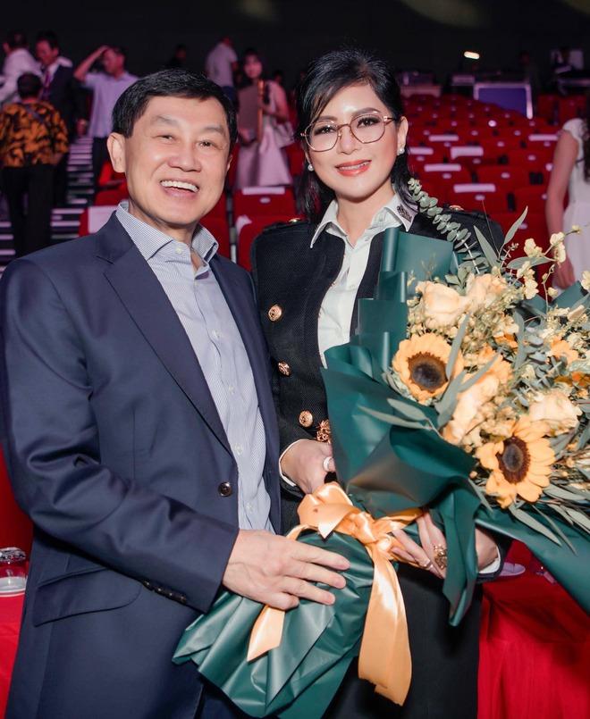 Nghe CEO Thuỷ Tiên nói về chồng mới hiểu bà được tỷ phú Johnathan Hạnh Nguyễn yêu điên cuồng cũng có lý do! - ảnh 1