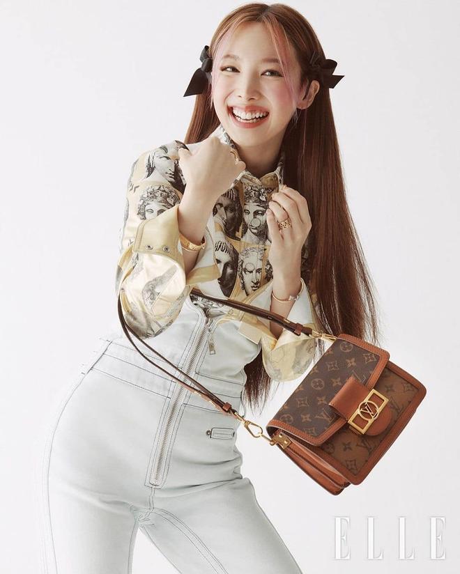 Nayeon lên bìa tạp chí, netizen nghi nàng idol học tập dáng pose cấy lúa huyền thoại từ mỹ nữ Cbiz - ảnh 13