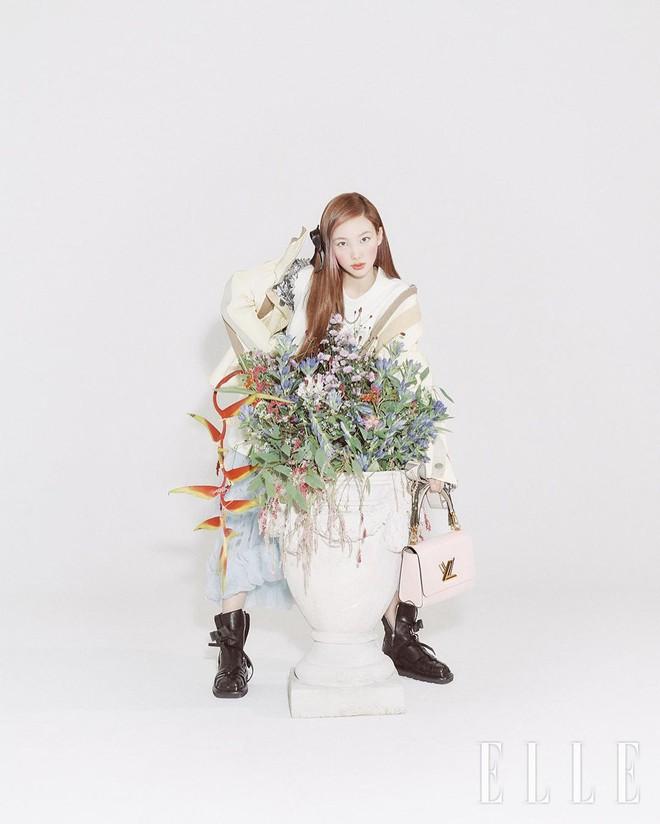 Nayeon lên bìa tạp chí, netizen nghi nàng idol học tập dáng pose cấy lúa huyền thoại từ mỹ nữ Cbiz - ảnh 10