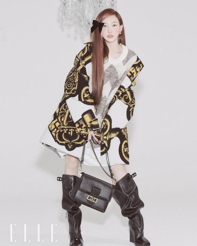 Nayeon lên bìa tạp chí, netizen nghi nàng idol học tập dáng pose cấy lúa huyền thoại từ mỹ nữ Cbiz - ảnh 6