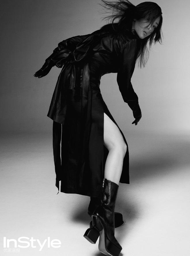 Nayeon lên bìa tạp chí, netizen nghi nàng idol học tập dáng pose cấy lúa huyền thoại từ mỹ nữ Cbiz - ảnh 7