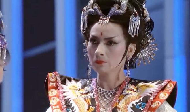 Phi Nhung từng cân đẹp loạt vai mỹ nhân Hoa ngữ: Có màn giả trai đáng học hỏi, làm Võ Tắc Thiên đâu thua gì Phạm Băng Băng - ảnh 17