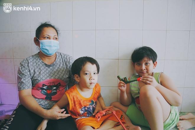 """Cả nhà nhiễm Covid-19 rồi 2 người ra đi mãi mãi, 4 đứa trẻ rơi vào cảnh mồ côi: """"Ba tụi nhỏ mất rồi, giờ chỉ mong các con không phải nhịn đói"""" - Ảnh 5."""