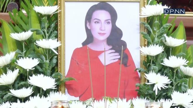 Cập nhật Lễ cầu siêu nữ ca sĩ Phi Nhung: Xót xa di ảnh người quá cố, hàng nghìn khán giả tưởng niệm từ xa - ảnh 3
