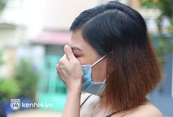 """Người phụ nữ nhặt ve chai lạc giọng khi nhớ về ca sĩ Phi Nhung: """"Hôm nọ cô ấy còn xách đồ ra tặng cô, mà giờ lại đi rồi..."""" - Ảnh 4."""