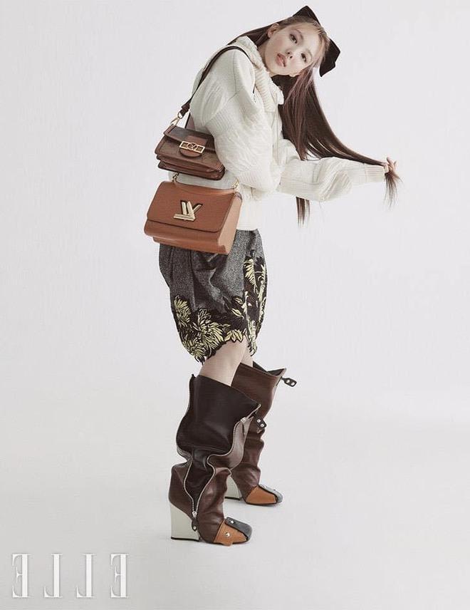 Nayeon lên bìa tạp chí, netizen nghi nàng idol học tập dáng pose cấy lúa huyền thoại từ mỹ nữ Cbiz - ảnh 3