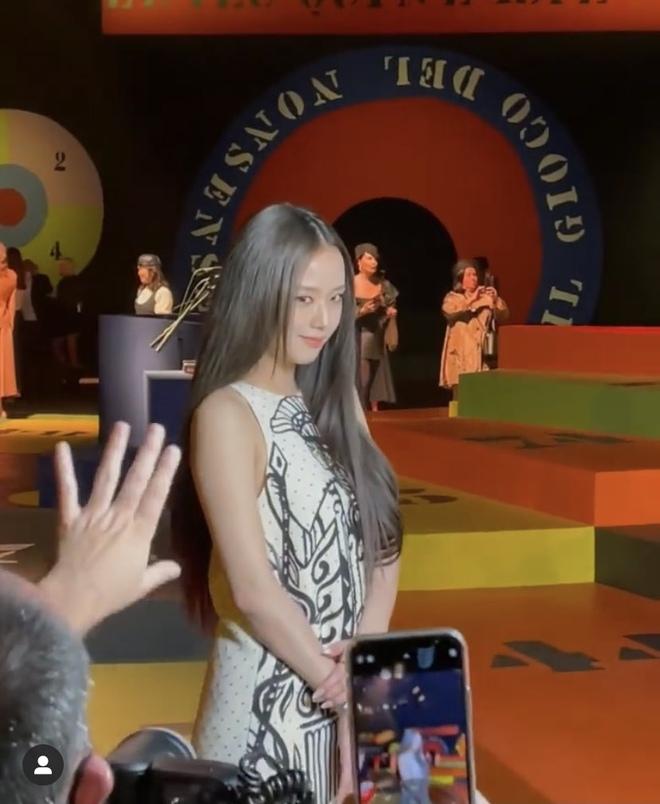 HOT: Jisoo đã có mặt tại show Dior, clip 11 giây đủ khiến người ta dừng hình - ảnh 1