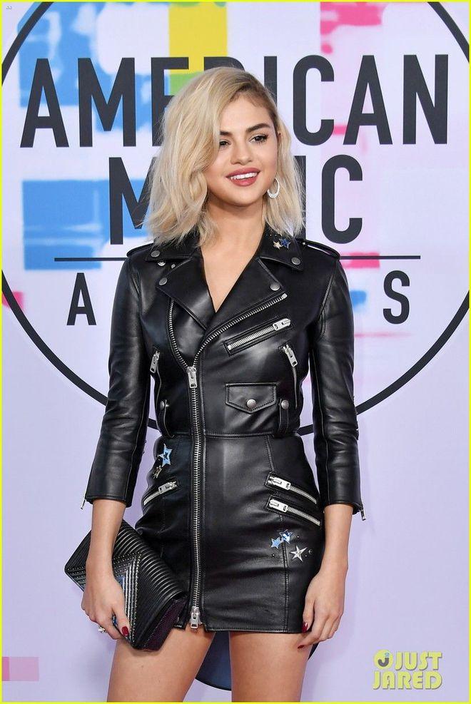 Selena Gomez có 2 thảm đỏ huyền thoại năm 2017: Lột xác nhờ lần đầu nhuộm bạch kim đến táo bạo hôn The Weeknd đại náo Met Gala - ảnh 4