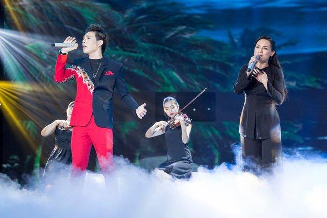 Erik đau buồn tiễn biệt cố ca sĩ Phi Nhung, fan nhớ lại màn song ca đáng nhớ giữa 2 thế hệ! - ảnh 1