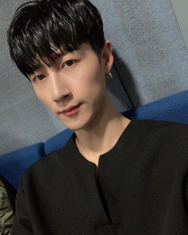 Bạn trai HyunA và cầu thủ nổi tiếng Son Heungmin chuyển nghề làm phụ hoạ cho Lisa? Chuyện sốc vậy mà không ai biết! - ảnh 5