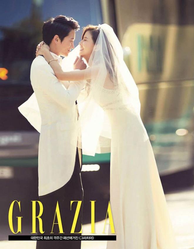 Mợ út tài phiệt Lee Bo Young và tài tử Ji Sung kỷ niệm 8 năm kết hôn, bộ ảnh cưới thế kỷ và tin đồn tiểu tam bỗng hot trở lại - ảnh 4