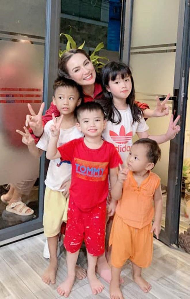 23 người con của Phi Nhung gồm những ai và sống thế nào trước khi mẹ nuôi qua đời? - Ảnh 13.