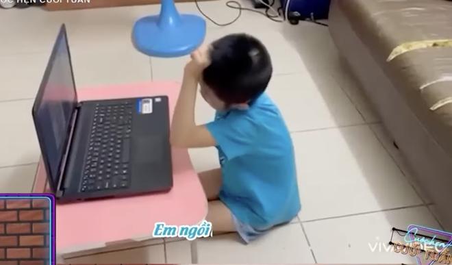 """""""Anh da nâu"""" VTV tái hiện chuyện éo le khi học online theo cách không ai ngờ: Mời các em đặt câu với chữ """"SAO""""! - Ảnh 2."""