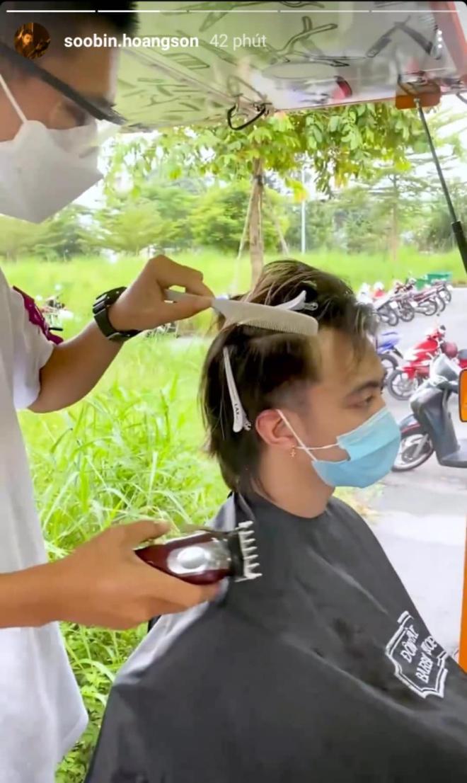"""Sướng nhất Soobin Hoàng Sơn: Đi tiêm vaccine lại được anh quân nhân """"tặng kèm"""" cắt tóc miễn phí, chất lượng khỏi phải bàn - Ảnh 3."""