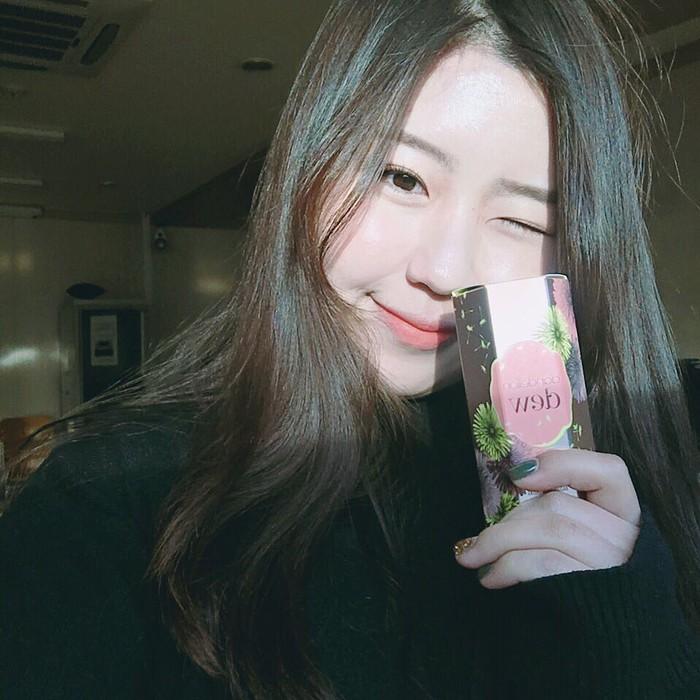 Vì sao má con gái Hàn luôn hây hây mướt rượt như thế? Câu trả lời chính là má hồng dạng sữa - Ảnh 19.
