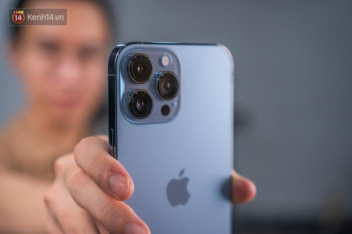 Nóng: Cận cảnh những chiếc iPhone 13 đầu tiên về Việt Nam - Ảnh 9.