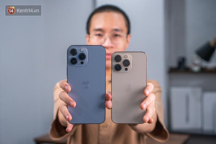 Nóng: Cận cảnh những chiếc iPhone 13 đầu tiên về Việt Nam - Ảnh 5.