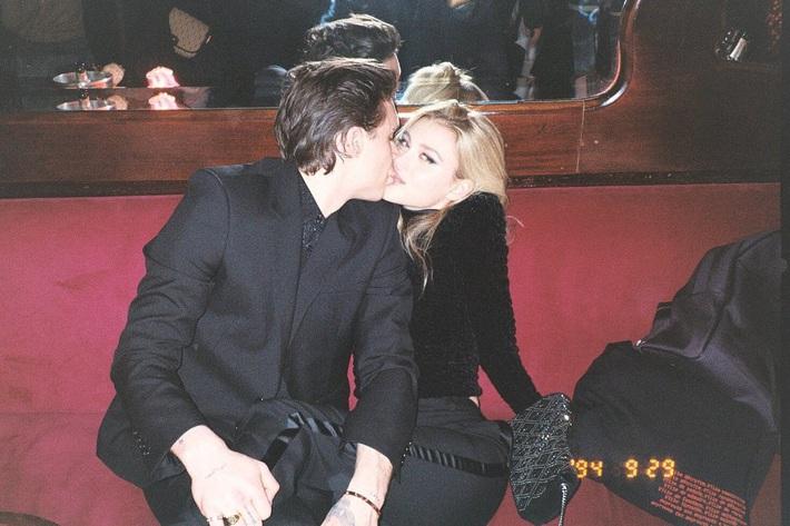 Giữa tin đồn sắp đính hôn, cậu cả nhà Beckham đăng ảnh cực tình tứ bên bạn gái, thổ lộ một câu khiến cô gái nào cũng phải tan chảy - Ảnh 2.