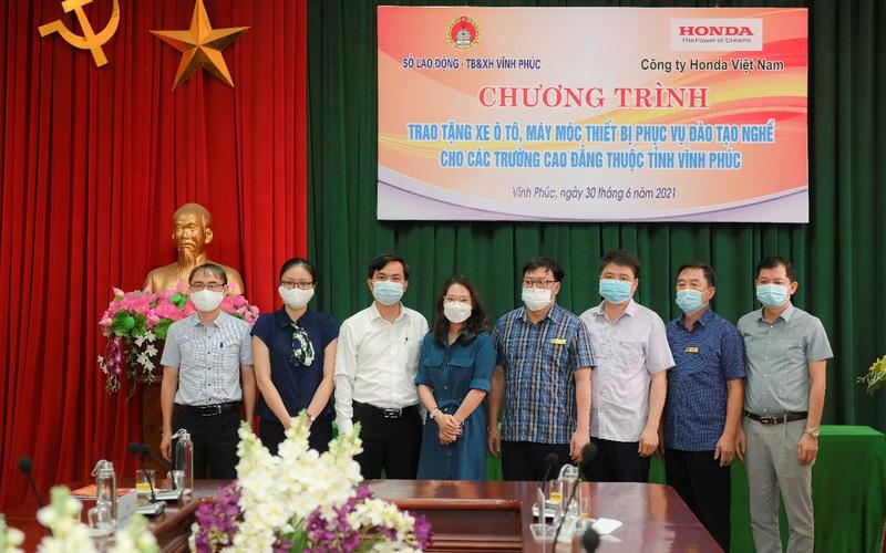 Honda Việt Nam trao tặng xe và thiết bị kỹ thuật cho trường nghề tại Vĩnh Phúc và Hà Nam